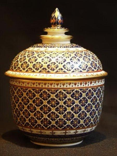 Benjarong-Porcelain-pottery