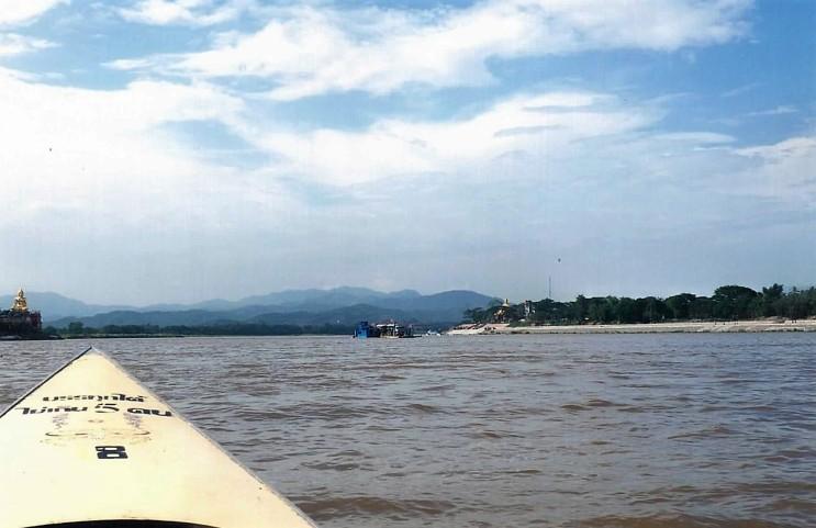 Nous voguons vers le Laos