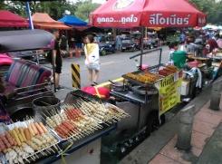 street food devant Chatuchak