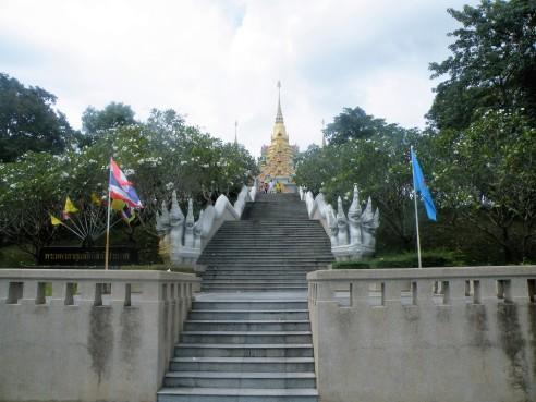 L'escalier qui mène au temple @thaietvous