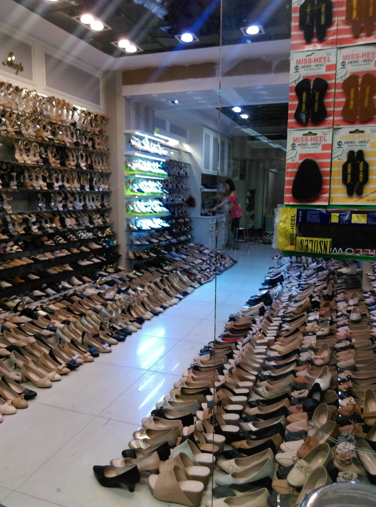 magasin-chaussures-chinatown-bkk @thaietvous